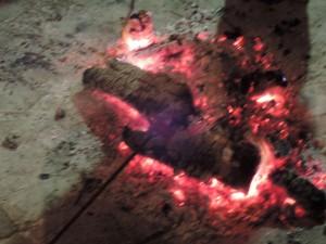 Ogenj je vedno prijeten. In tu na Mašunu toliko bolj. Poletje gor, poletje dol, a večeri so bili hladni.